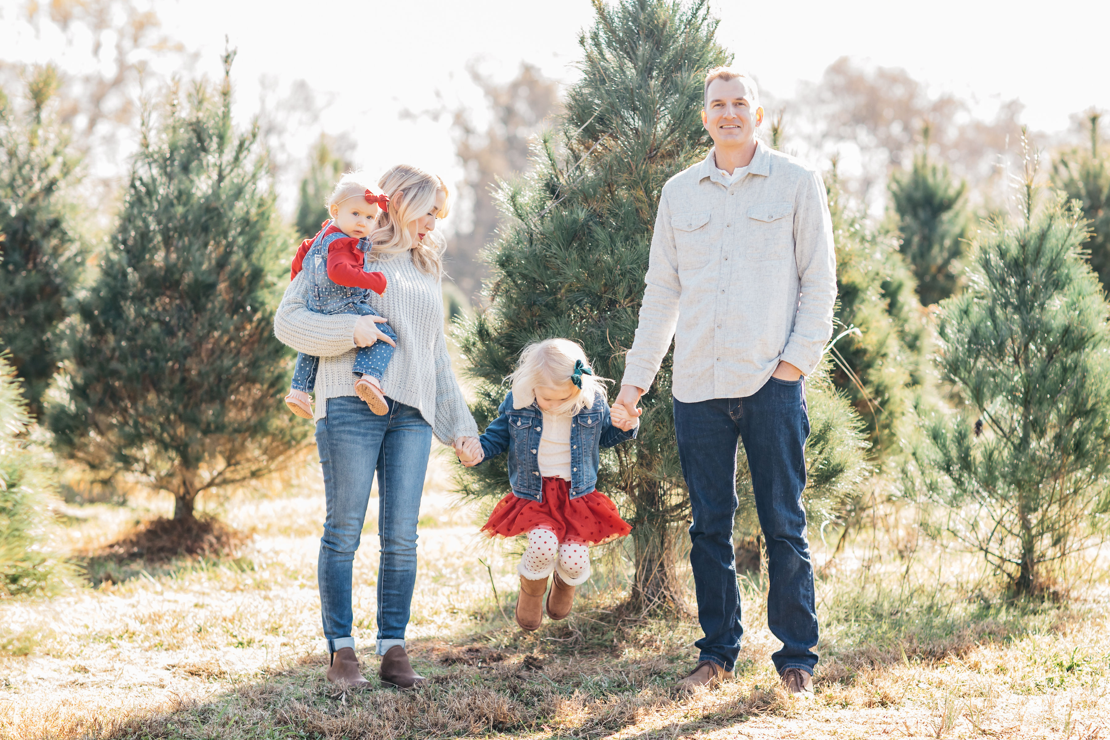 Family Outdoor Christmas Session captured by Meredith Teasley Photography