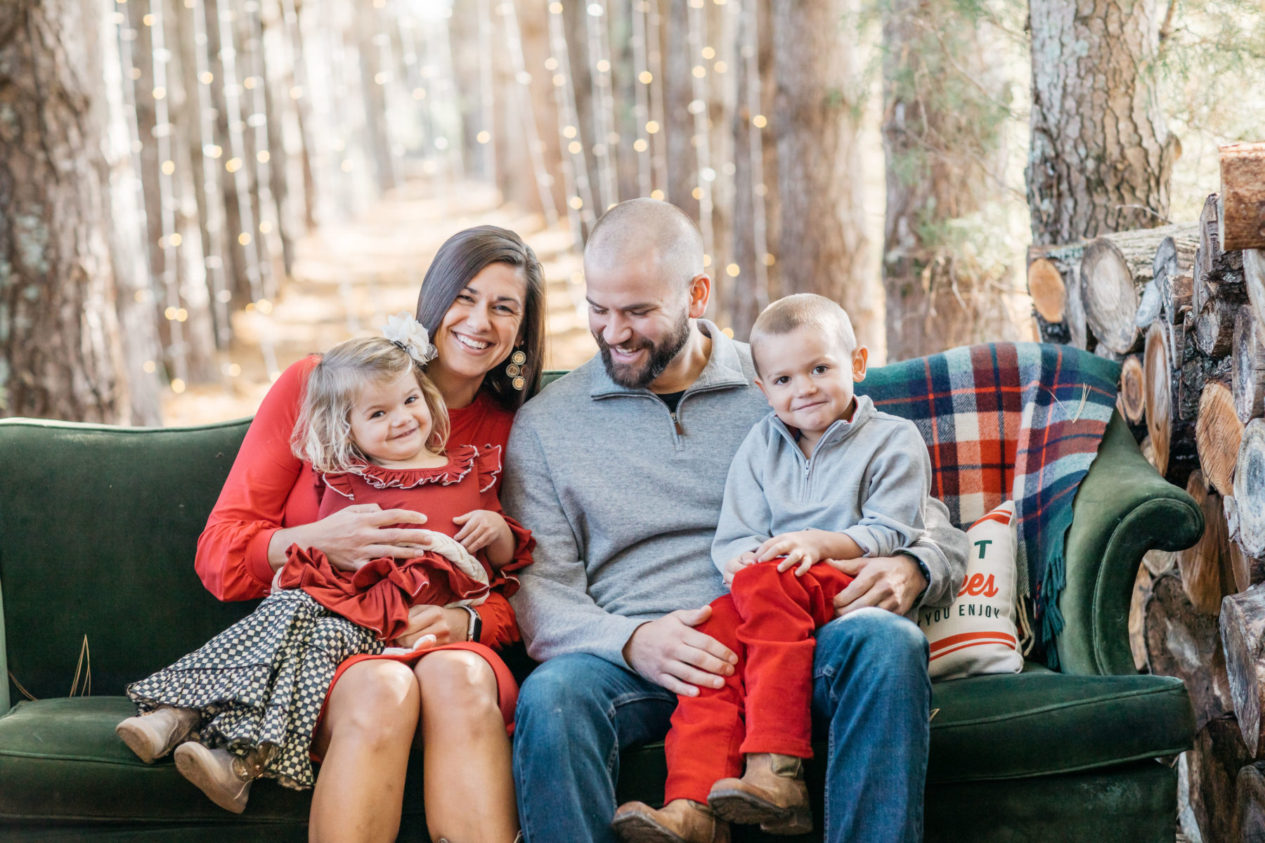 Country Cove Tree Farm Mini Family Session by Meredith Teasley Photography