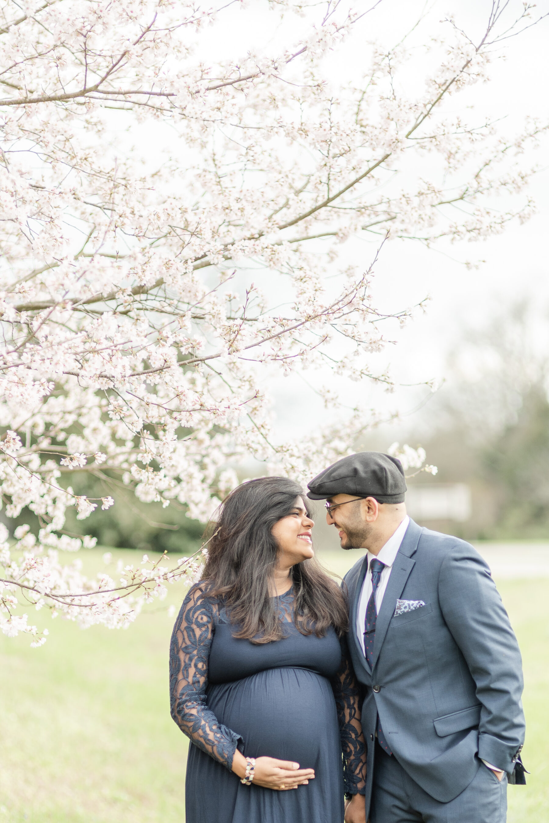 Ravenswood Mansion Maternity Session by Dolly Delong featured on Nashville Baby Guide