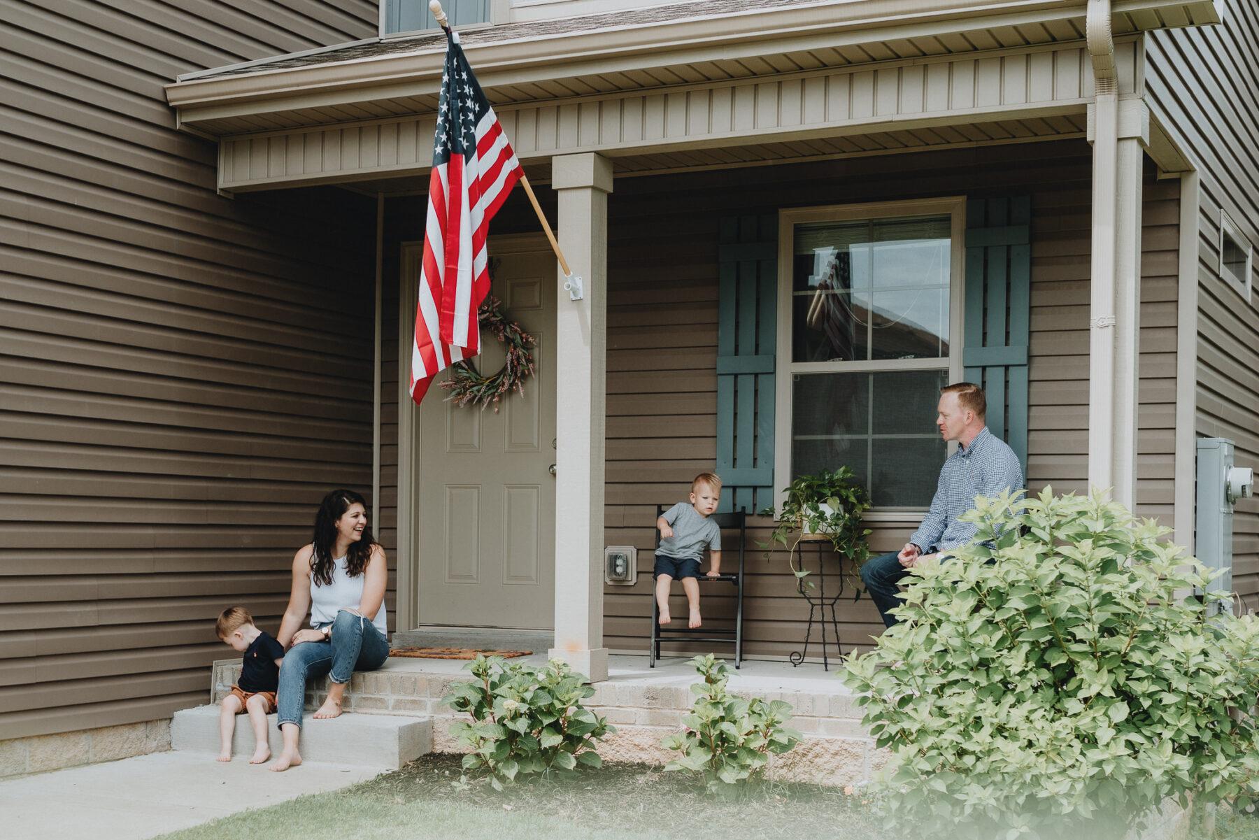 Front porch family photos | Nashville Baby Guide