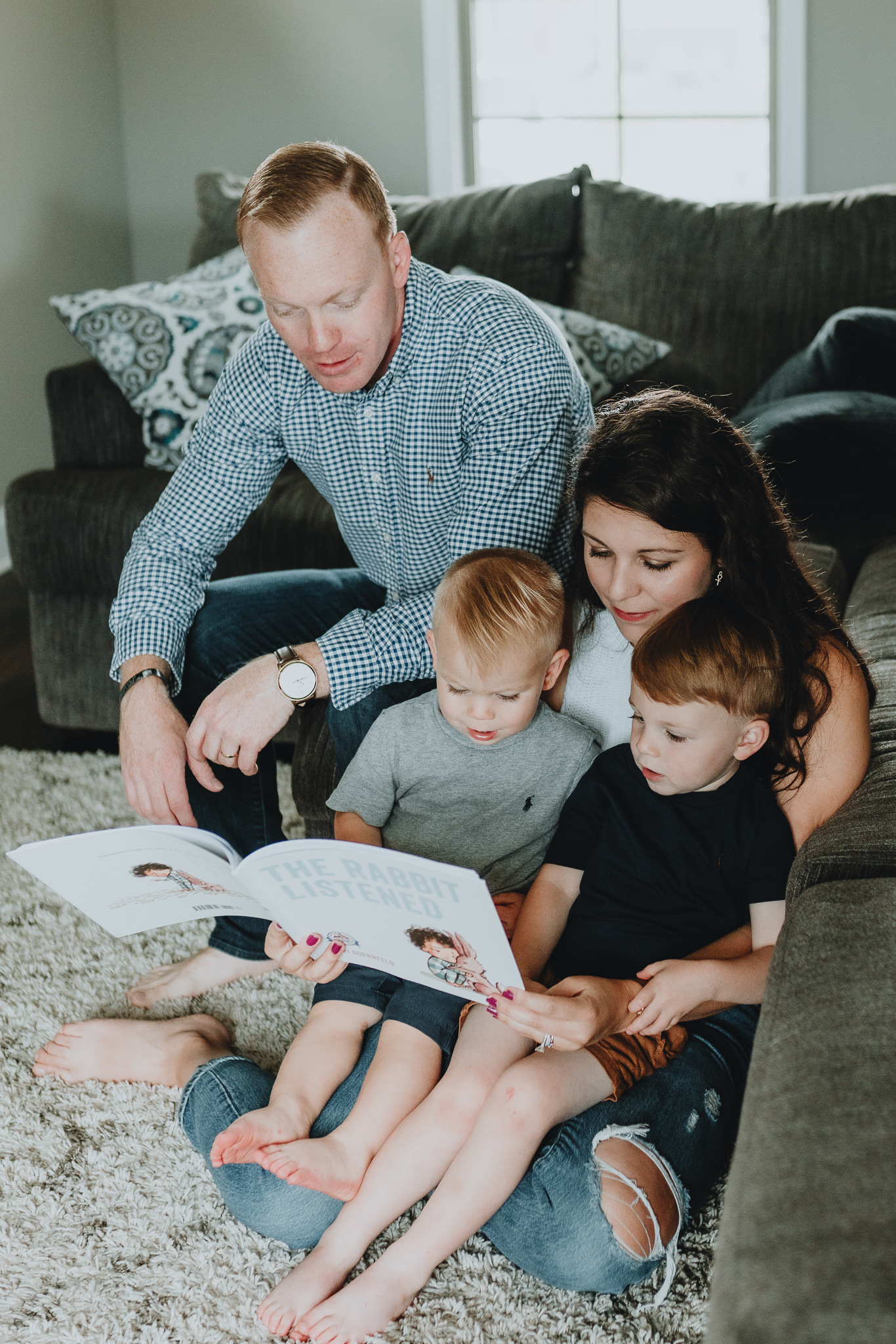 Family reading a book together | In-home family session by Five Pence Photography | Nashville Baby Guide