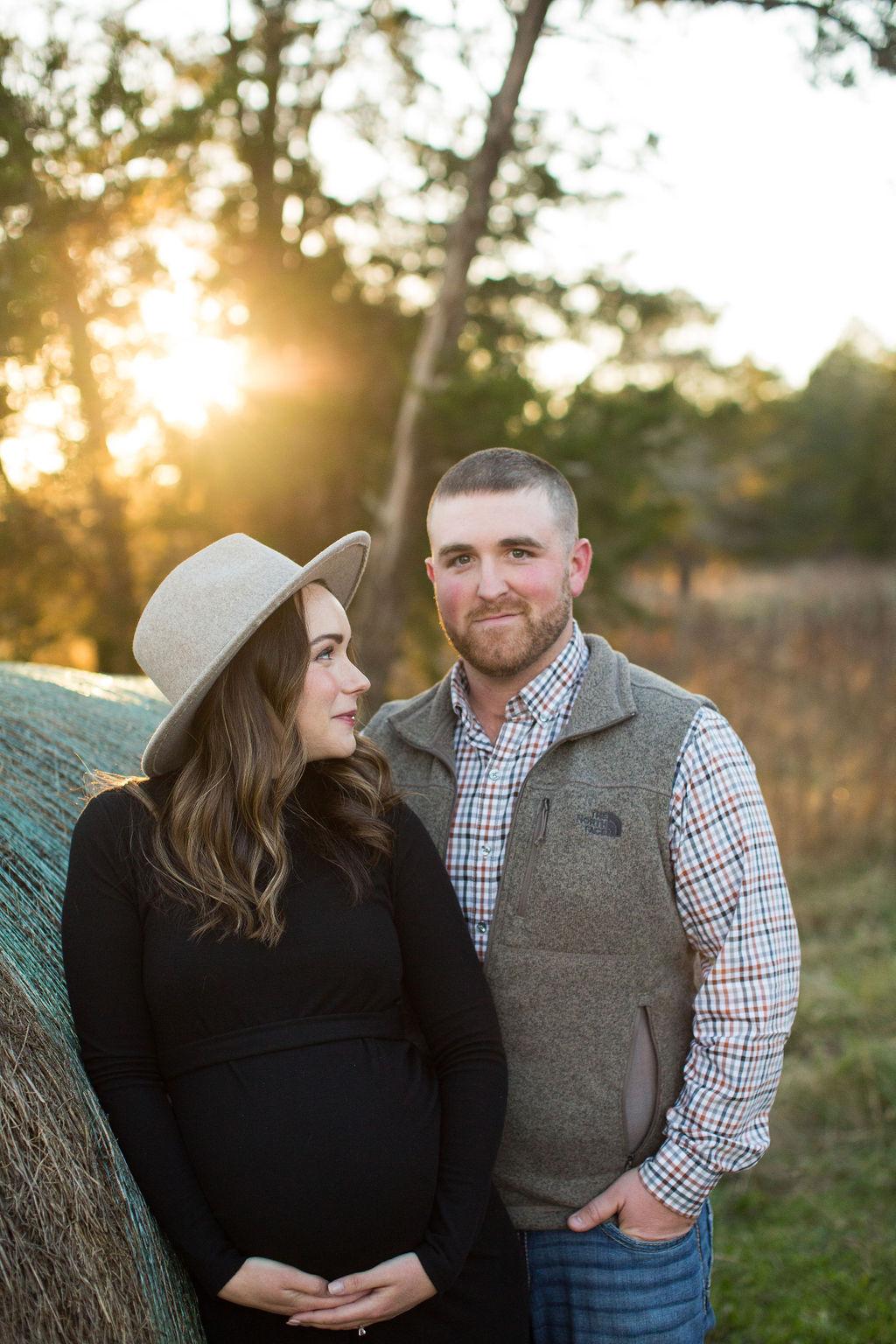 Nashville winter maternity session by Wendy Hardin Photography | Nashville Bride Guide